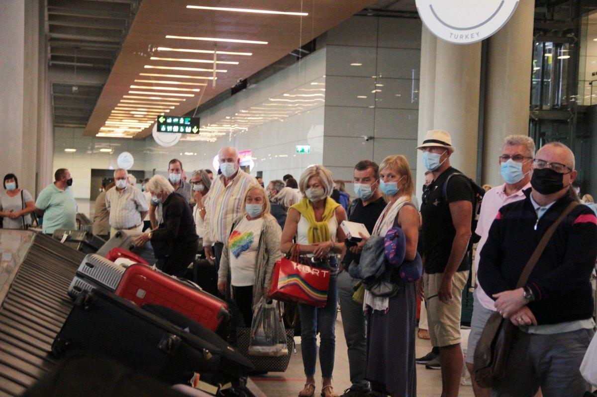 İngiltere den gelen ilk turist kafilesi, Dalaman Havalimanı na indi #1