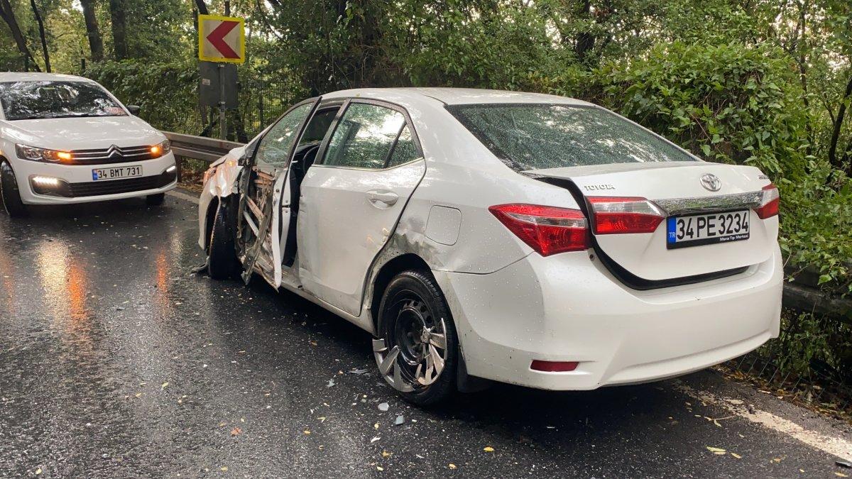 Sarıyer'de İETT otobüsü önce 2 otomobile sonra bariyerlere çarptı #1