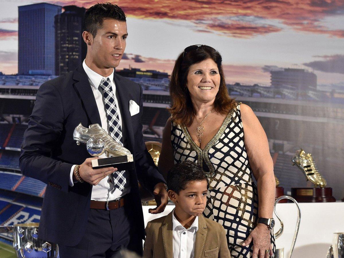 Cristiano Ronaldo nun annesi: Oğlum futbolu bıraksaydı duvar ustası olurdu #2