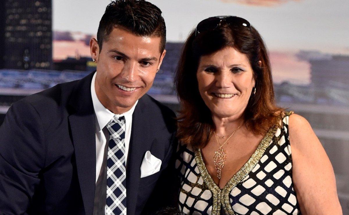 Cristiano Ronaldo nun annesi: Oğlum futbolu bıraksaydı duvar ustası olurdu #1