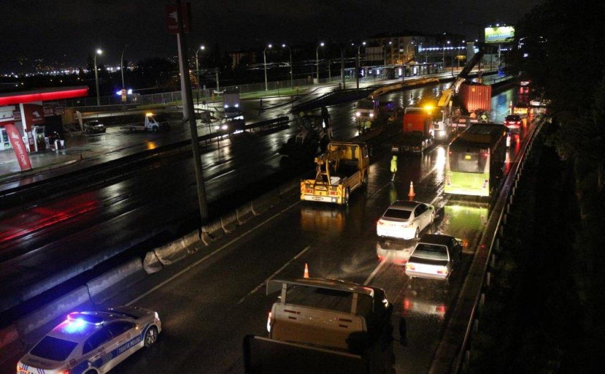 Kocaeli'de sıkışan sürücü 1 saatte kurtarıldı #5