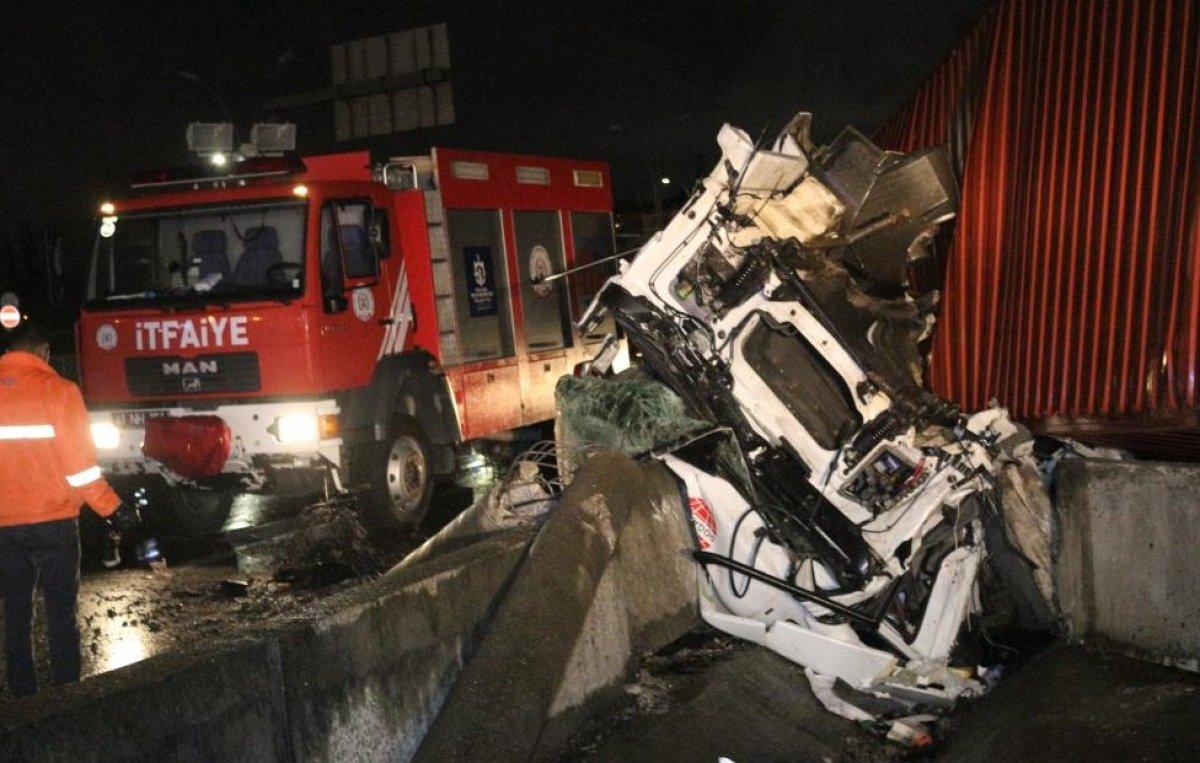 Kocaeli'de sıkışan sürücü 1 saatte kurtarıldı #1
