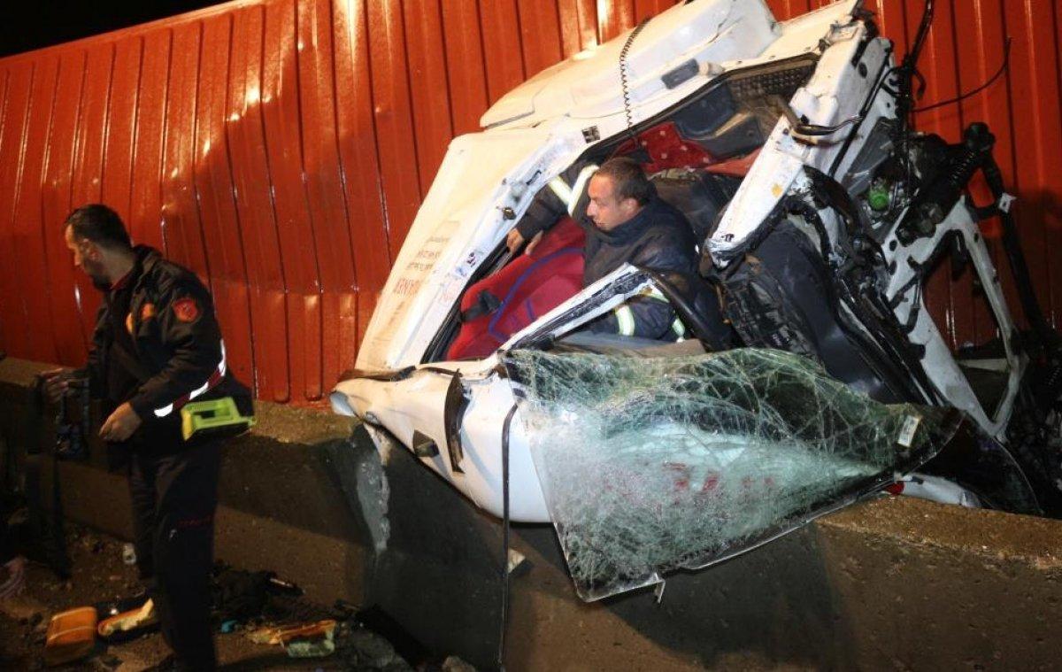 Kocaeli'de sıkışan sürücü 1 saatte kurtarıldı #4