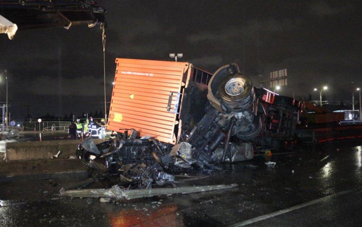 Kocaeli'de sıkışan sürücü 1 saatte kurtarıldı #3