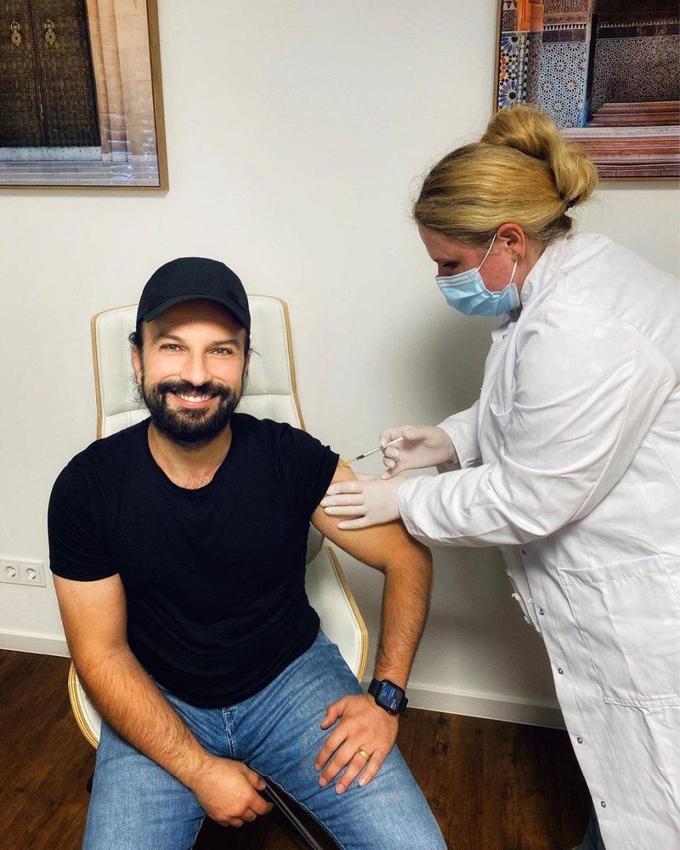 Tarkan, ikinci doz koronavirüs aşısını oldu #1
