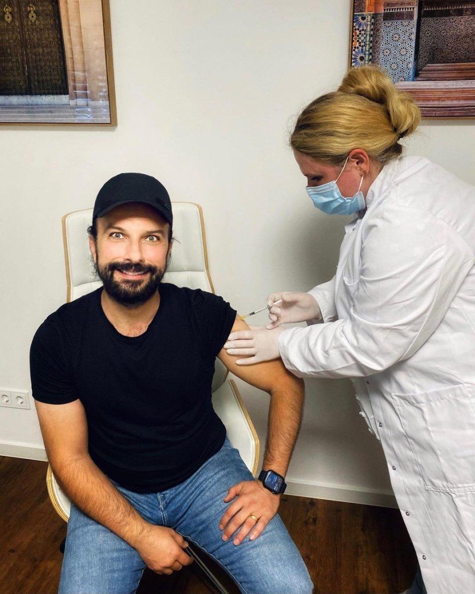 Tarkan, ikinci doz koronavirüs aşısını oldu #2