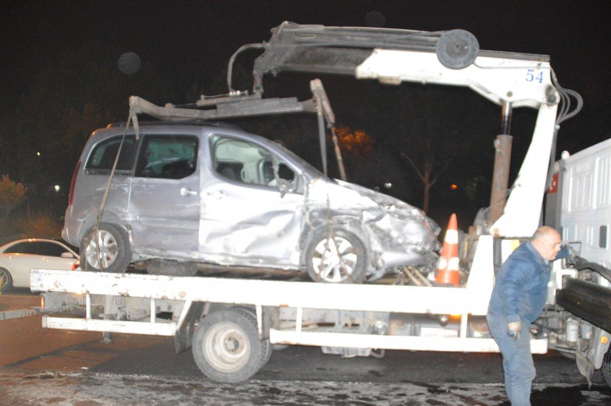 İstanbul da trafikte makas atan araç zincirleme kazaya neden oldu #2