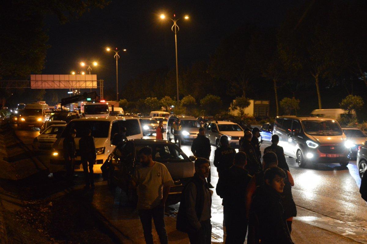 İstanbul da trafikte makas atan araç zincirleme kazaya neden oldu #1