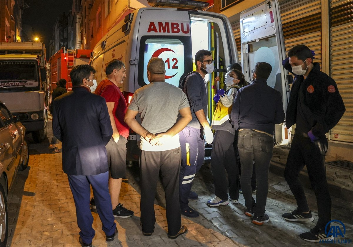 Sultangazi de yangın: 11 kişi dumandan etkilendi #5