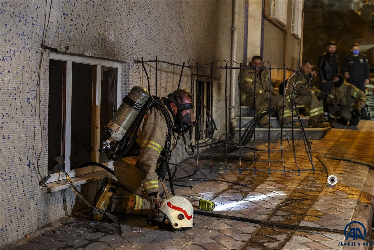 Sultangazi de yangın: 11 kişi dumandan etkilendi #1
