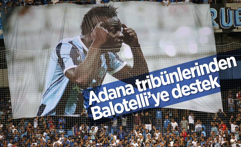 Adana Demirspor tribünlerinden Balotelli'ye pankartlı destek