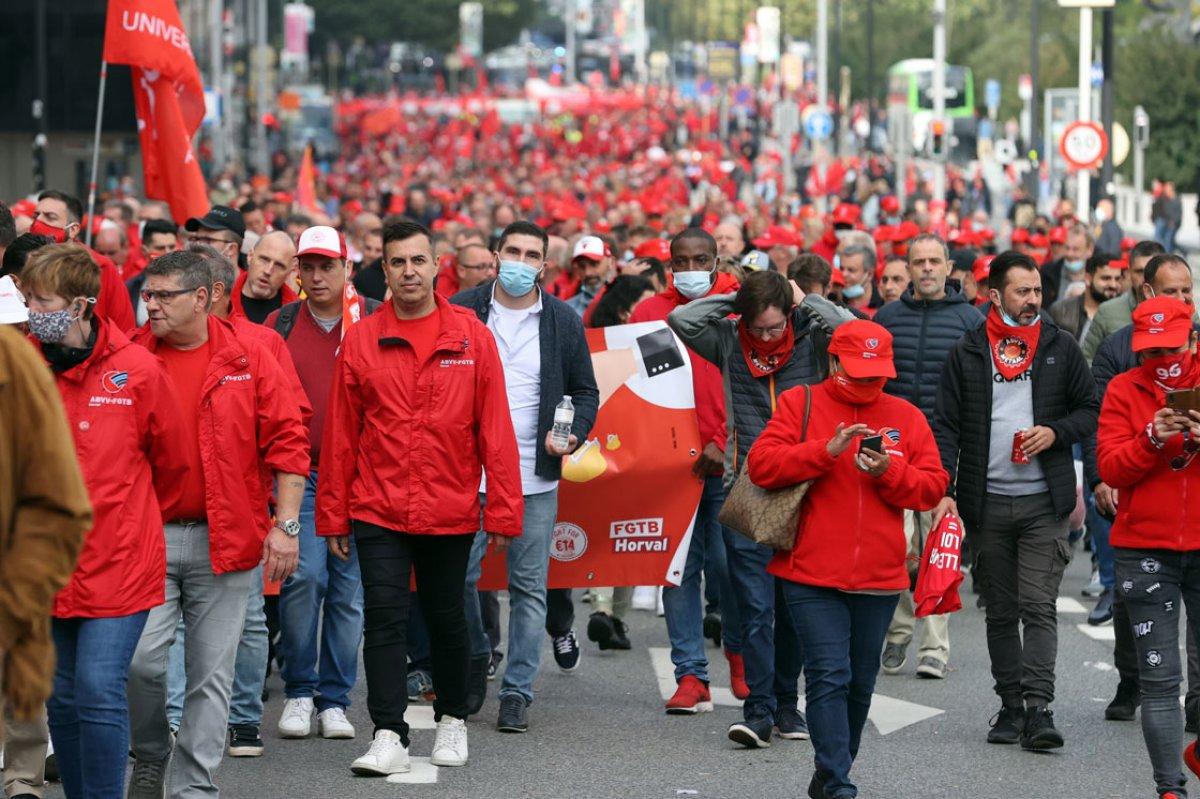 Belçika da işçiler, maaş sınırlamasını protesto etti #3