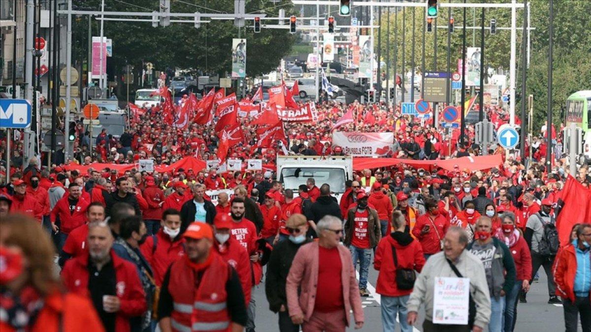 Belçika da işçiler, maaş sınırlamasını protesto etti #1