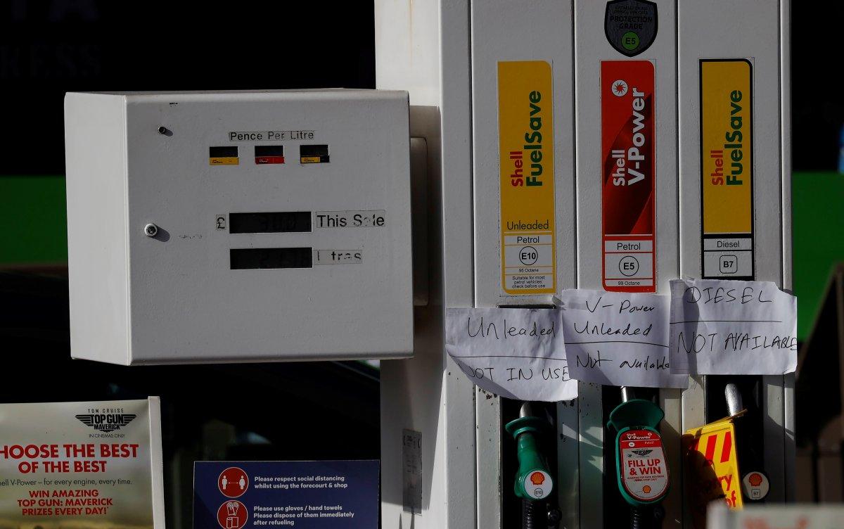 İngiltere de birçok istasyonda benzin bitti #1