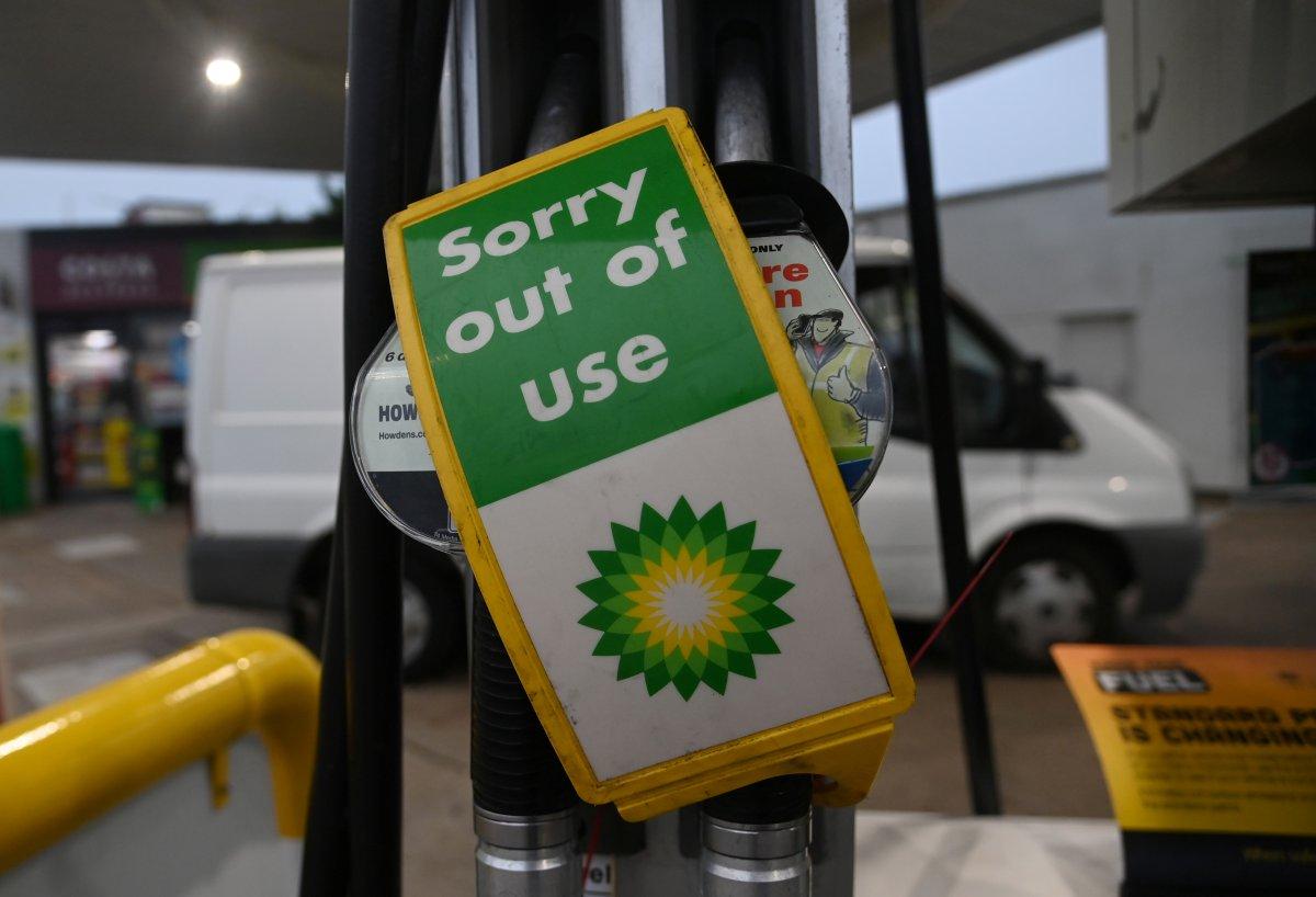 İngiltere de birçok istasyonda benzin bitti #3