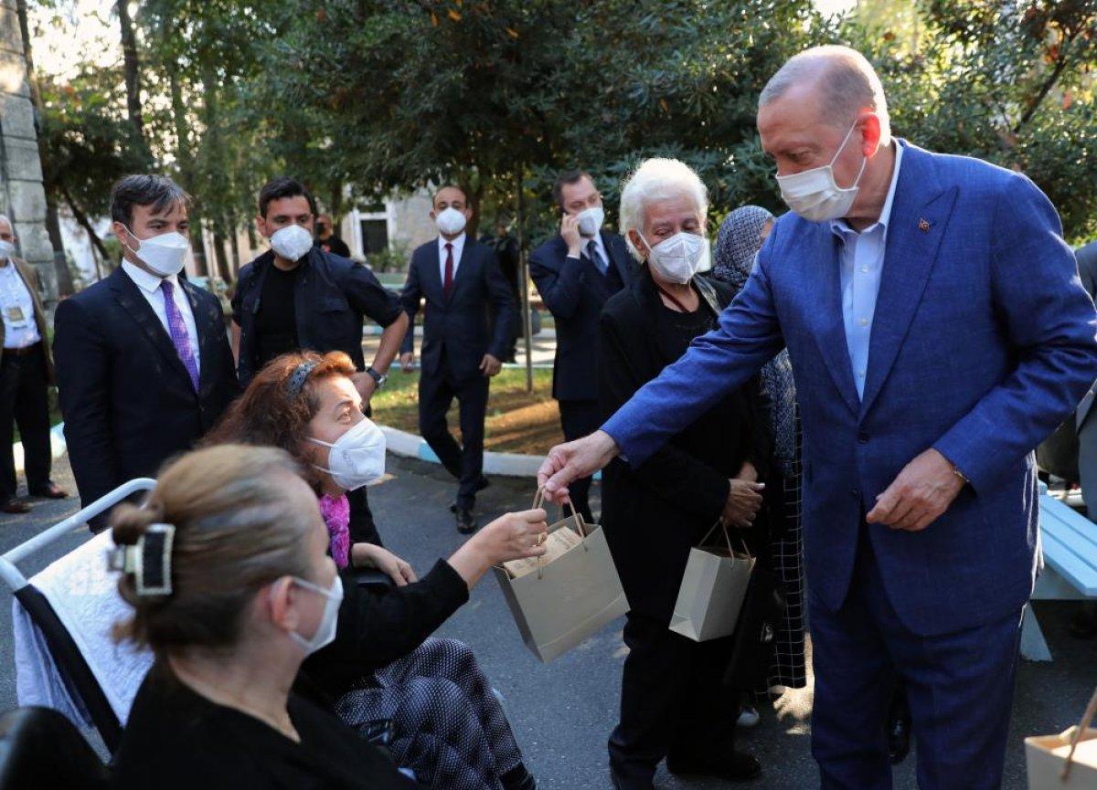 Cumhurbaşkanı Erdoğan, Darülaceze sakinleriyle bir araya geldi #3