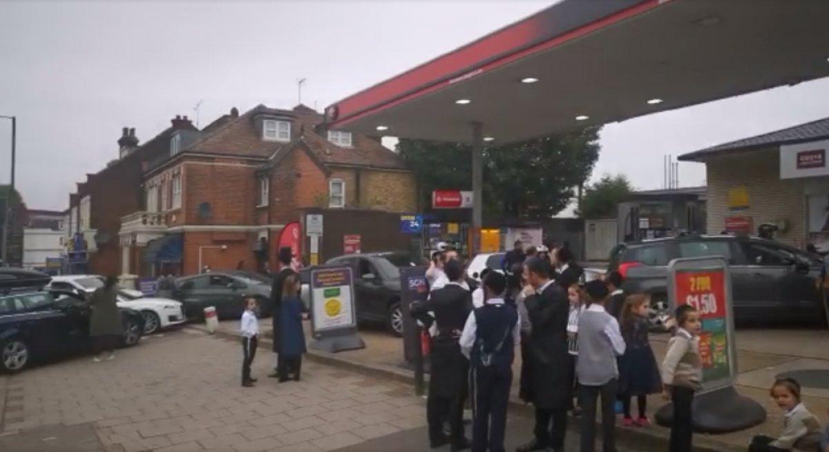 İngiltere de benzin kuyruğunda bekleyen Türk ün isyanı #1