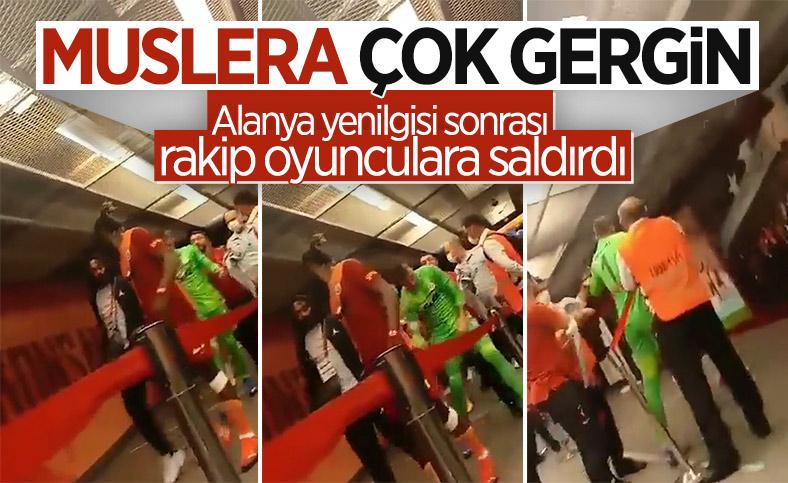 Muslera Alanya maçı sonrası rakip oyunculara saldırdı