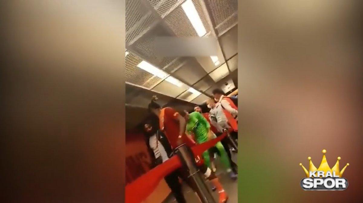 Muslera Alanya maçı sonrası rakip oyunculara saldırdı #1