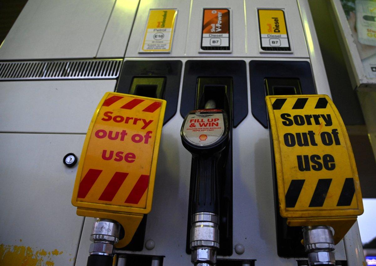 İngiltere de birçok istasyonda benzin bitti #2