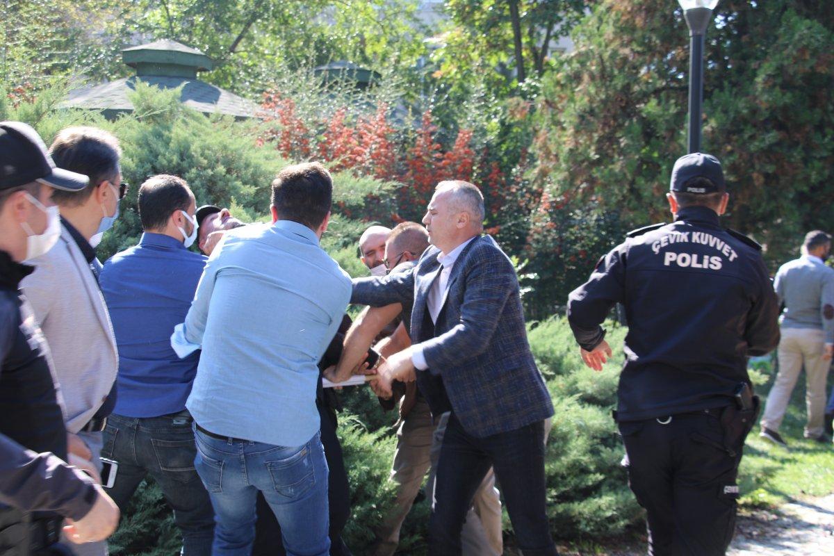 Ankara da aşı karşıtlarının mitinginde arbede çıktı #1