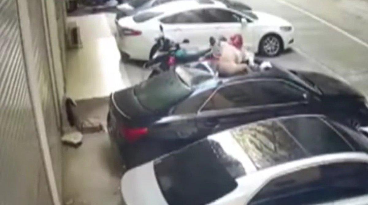 Çin de ilişki esnasında balkondan düşen kadın #1