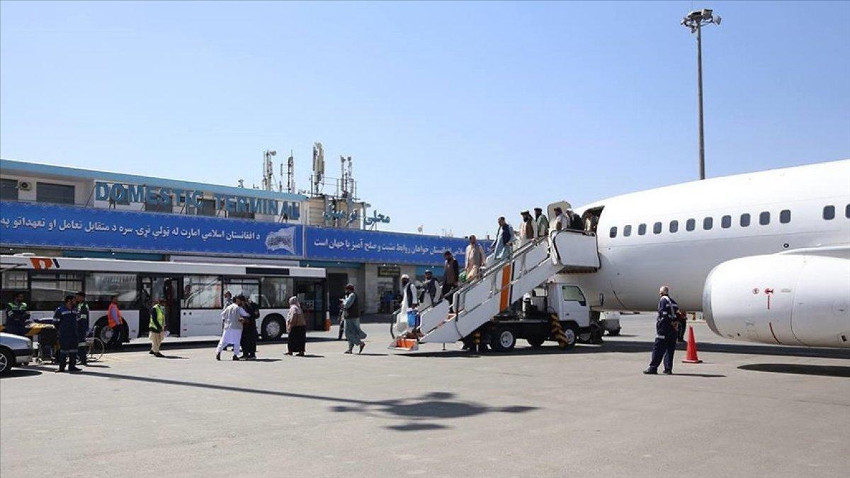 Taliban: Hamid Karzai Havalimanı kullanılmaya devam edecek #2