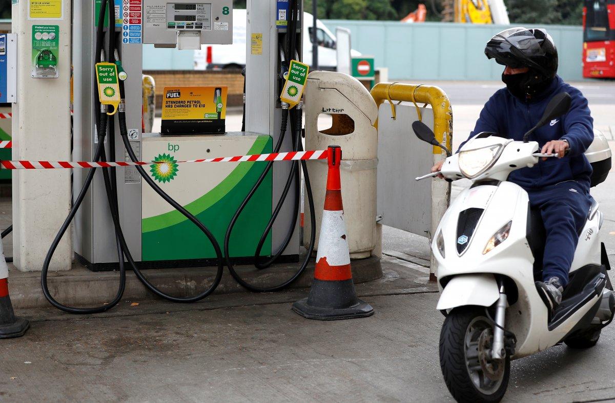 İngiltere de benzin kuyruğunda kavgalar başladı #1