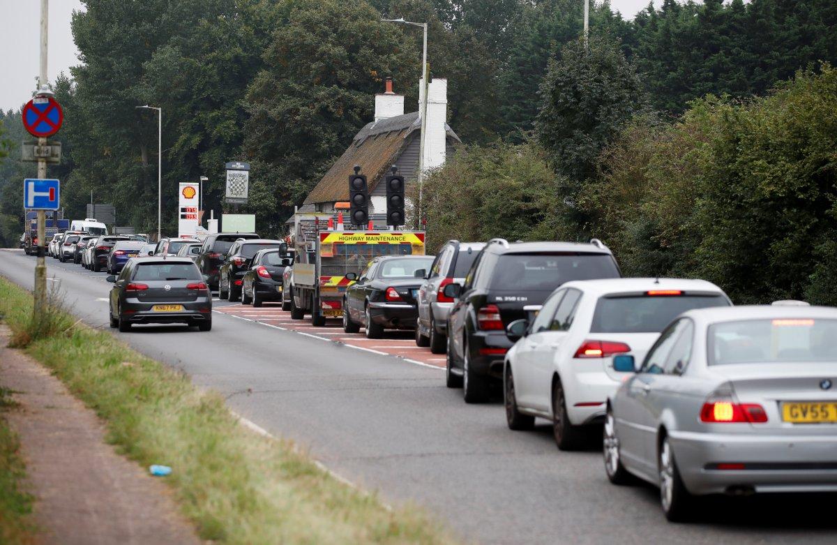 İngiltere de benzin kuyruğunda kavgalar başladı #3