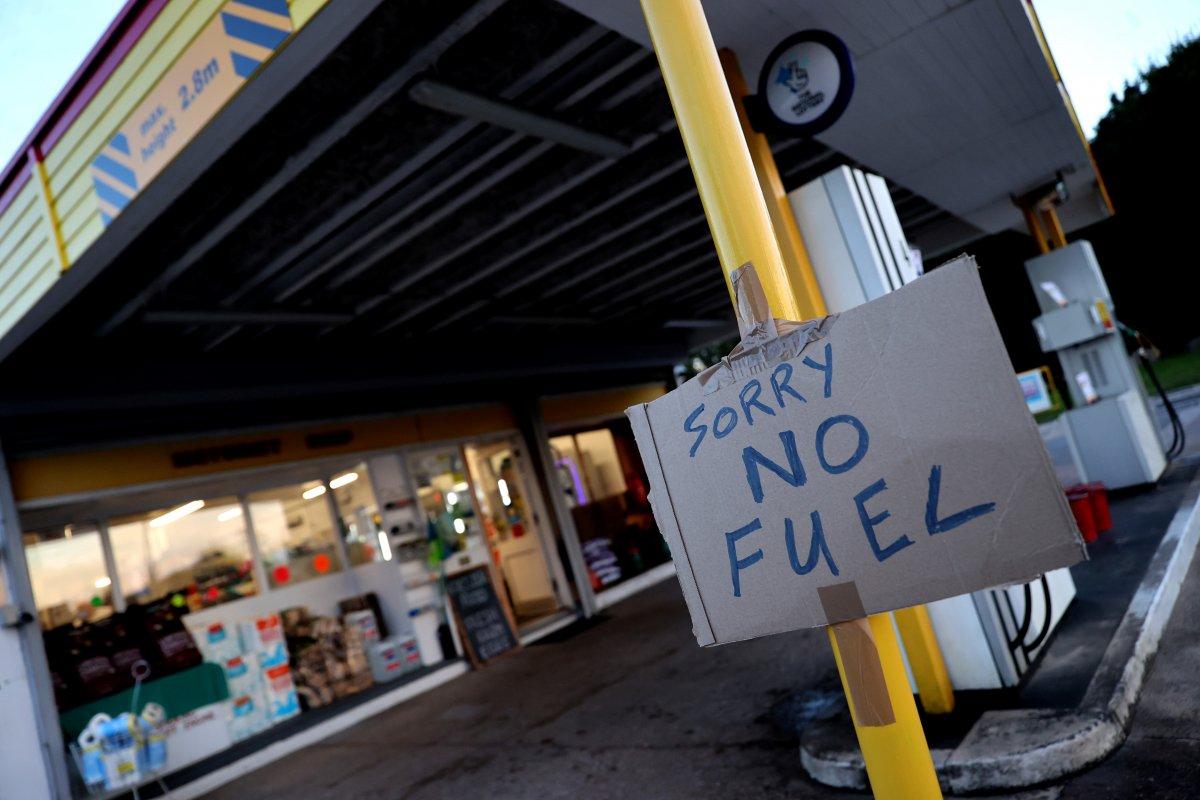 İngiltere de benzin kuyruğunda kavgalar başladı #4