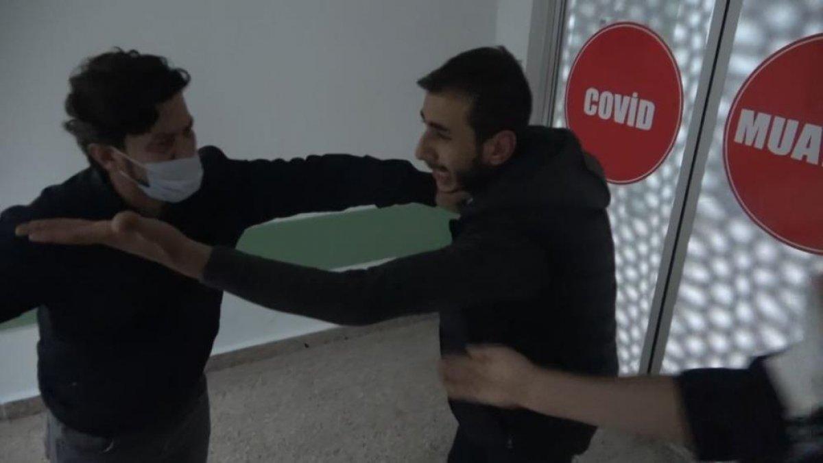 Samsun da saldırıya uğrayan adamın yakını sağlıkçılara tepki gösterdi #5
