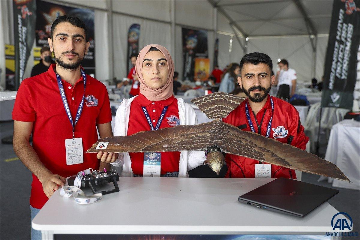 Ağrılı öğrencilerin yaptığı  robot kuş atmaca  TEKNOFEST te sergilendi #1