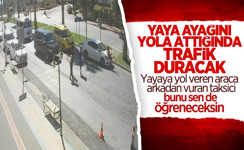 Antalya'da yayalara yol veren otomobile ticari taksi çarptı