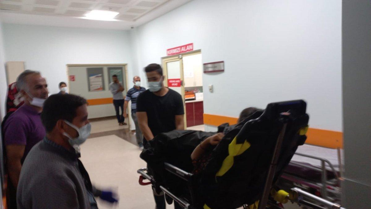 Adıyaman da öğrencileri taşıyan minibüs devrildi: 10 yaralı #2