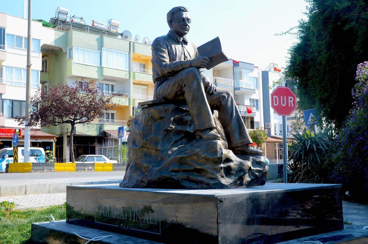 CHP li Kuşadası Belediyesi nden  Sabahattin Ali  heykeli  #5