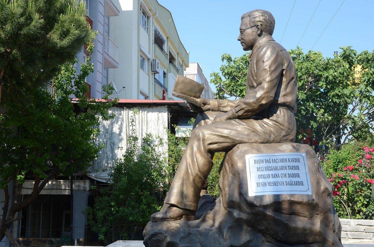 CHP li Kuşadası Belediyesi nden  Sabahattin Ali  heykeli  #6