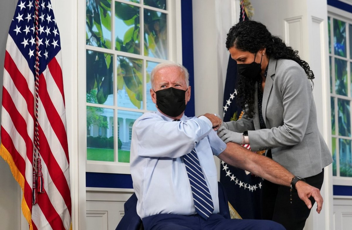 Joe Biden, üçüncü doz Kovid-19 aşısını oldu #1