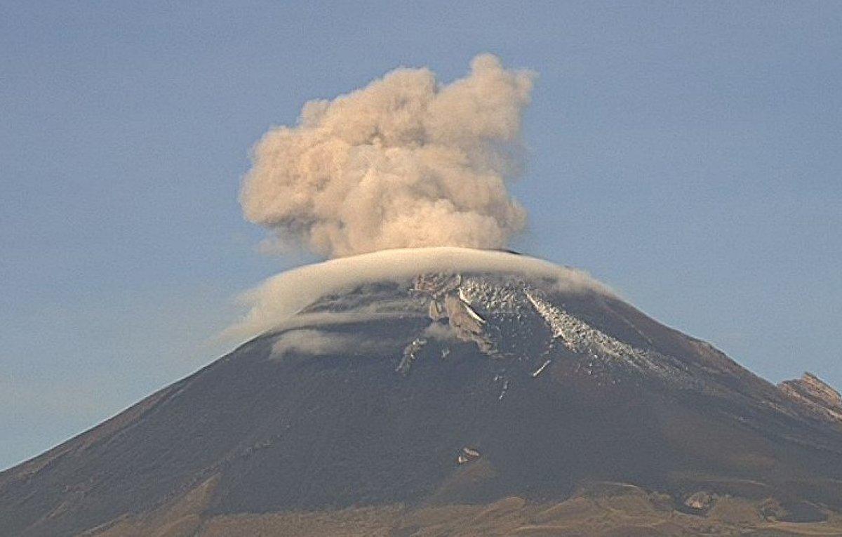 Meksika'daki Popocatepetl Yanardağı nda iki kez patlama gerçekleşti #2