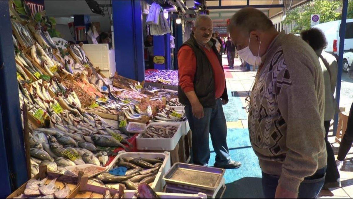 Eskişehir de tezgahtaki balıklar soğuk havaları bekliyor #5