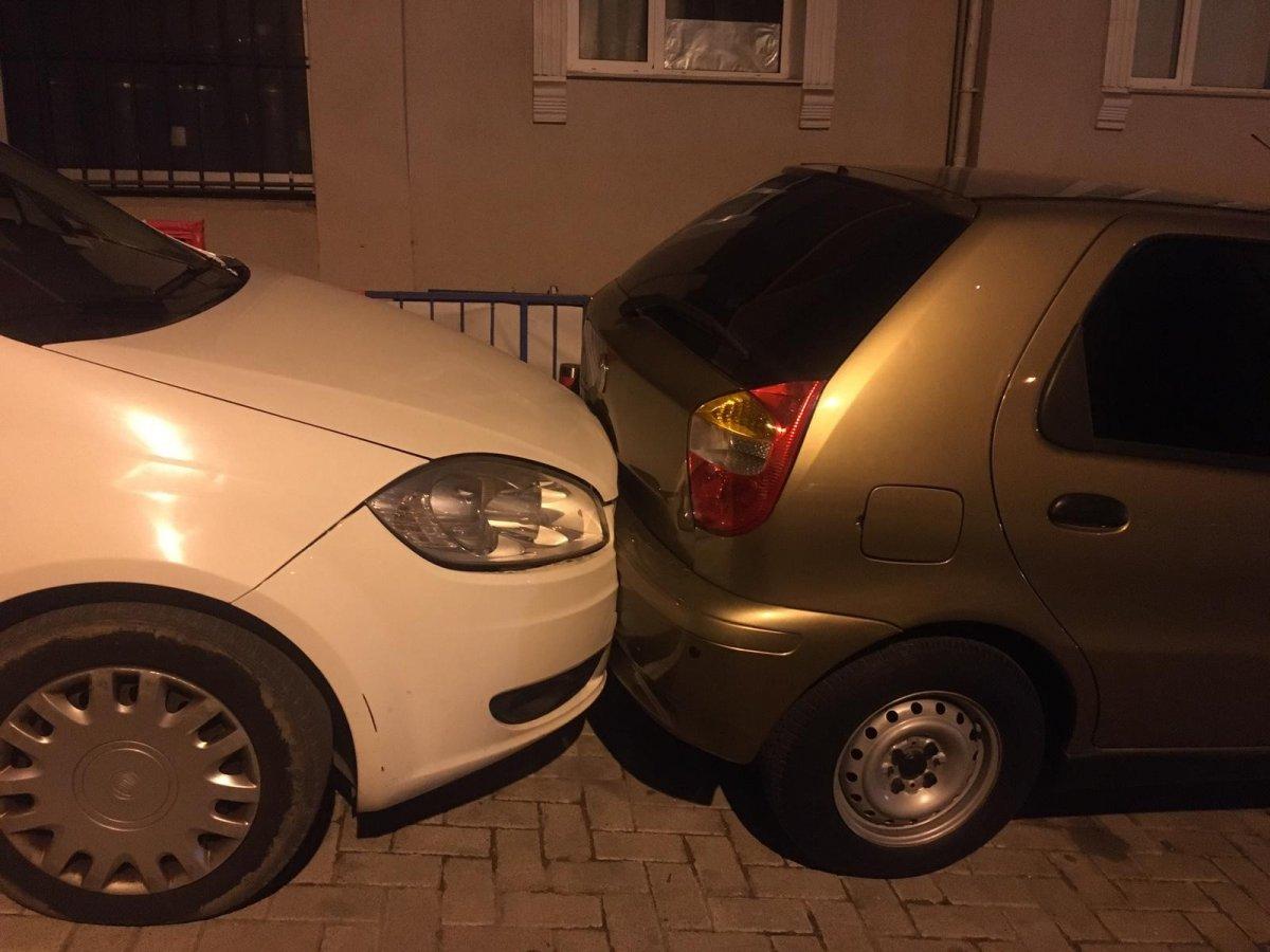 İstanbul da 8 aracın hasar görmesine neden olan şoförü tüple dövmeye çalıştılar #1