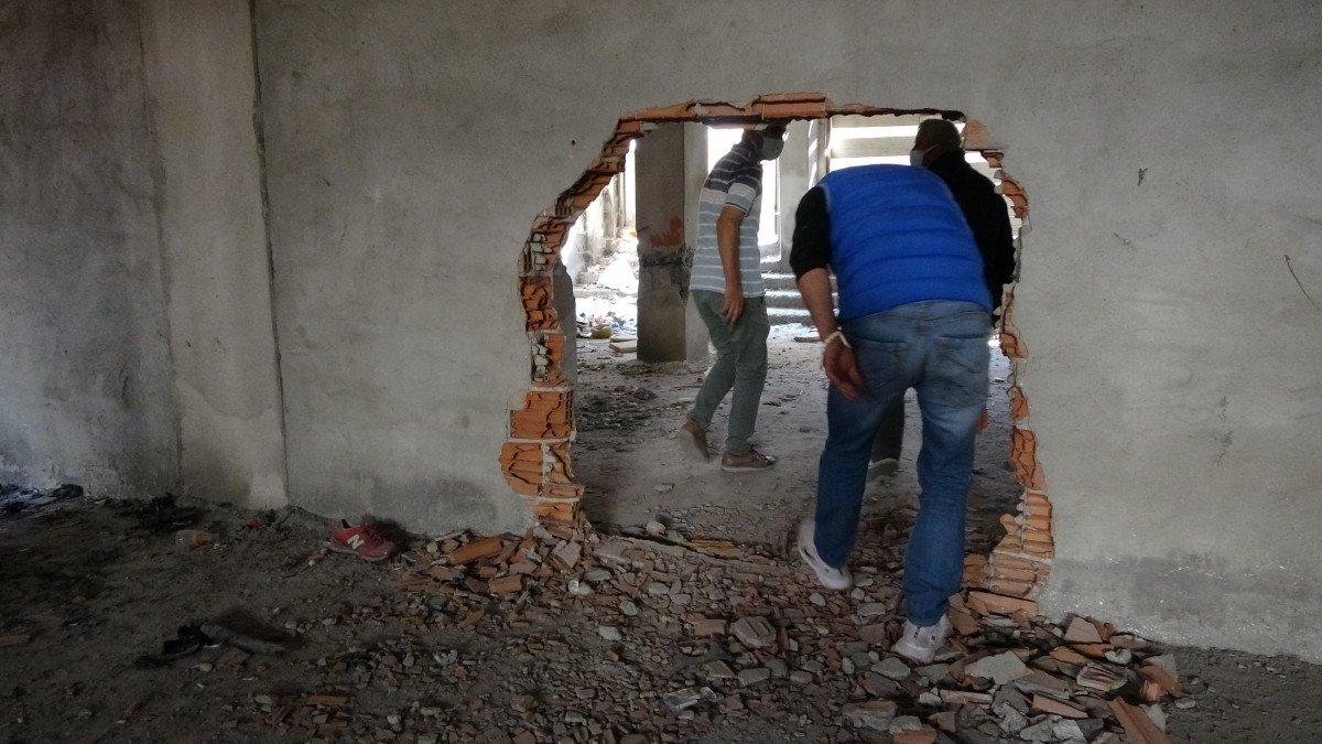 Sultangazi'de, 150 kişinin yaşadığı binanın kolonlarını keserken yakalandılar #1