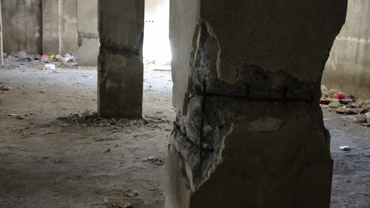Sultangazi'de, 150 kişinin yaşadığı binanın kolonlarını keserken yakalandılar #4