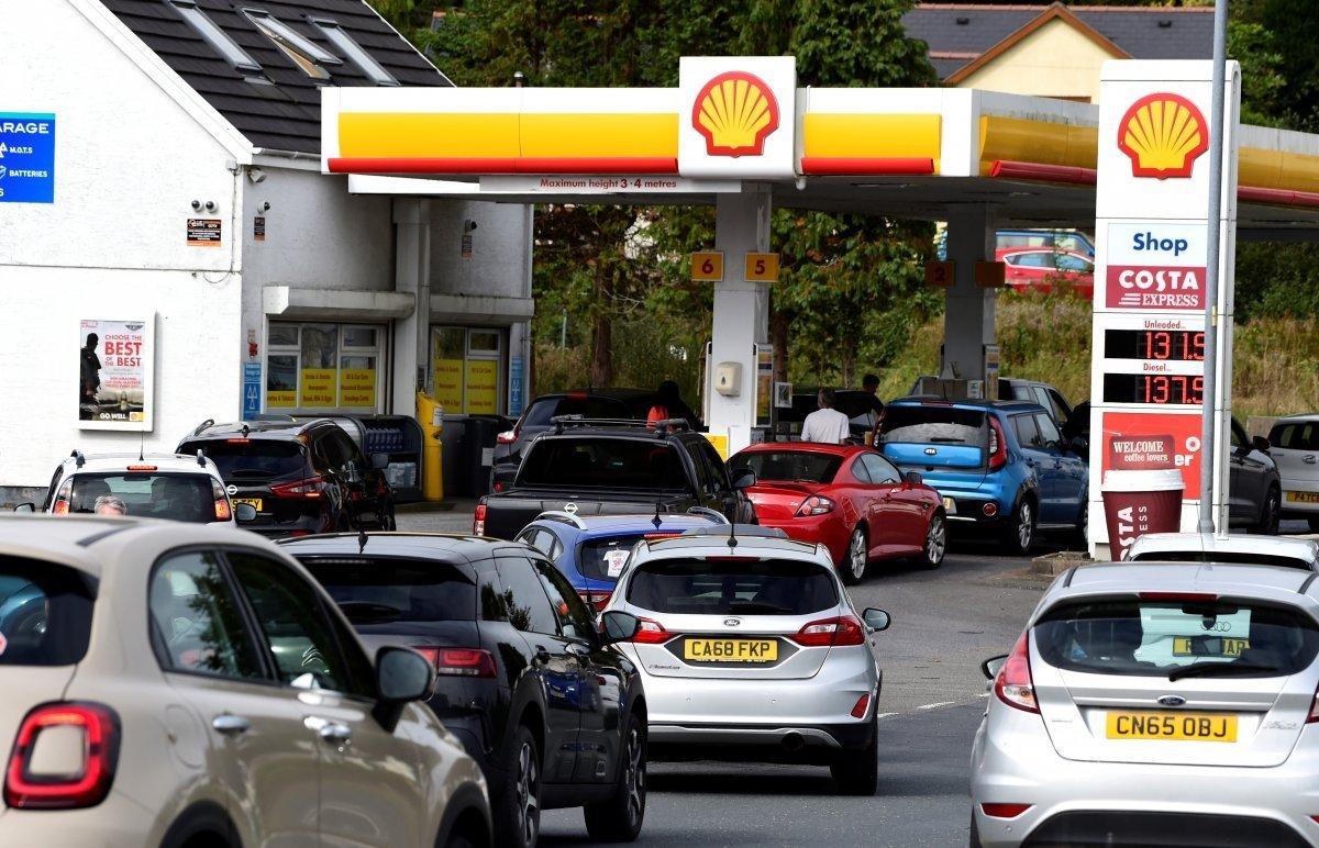 İngiltere'de bir kadın, pet şişeye benzin stokladı  #1