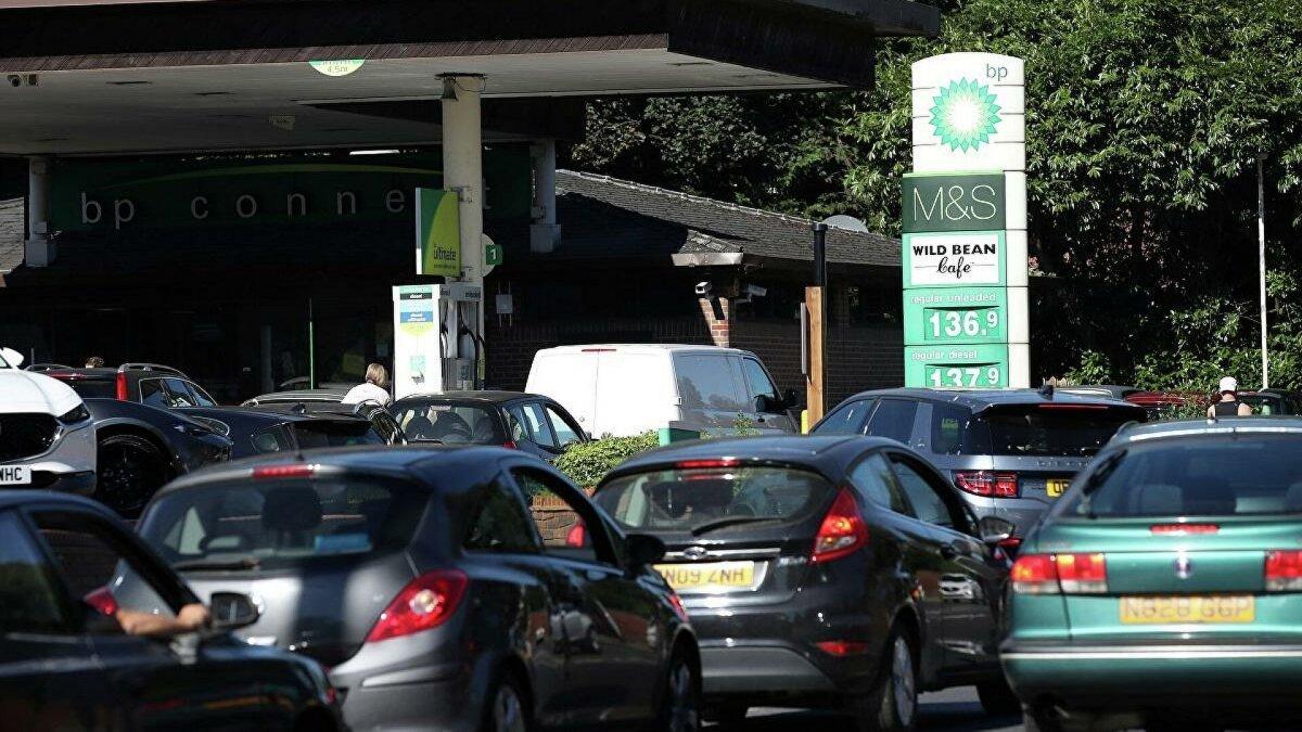 İngiltere'de bir kadın, pet şişeye benzin stokladı  #2