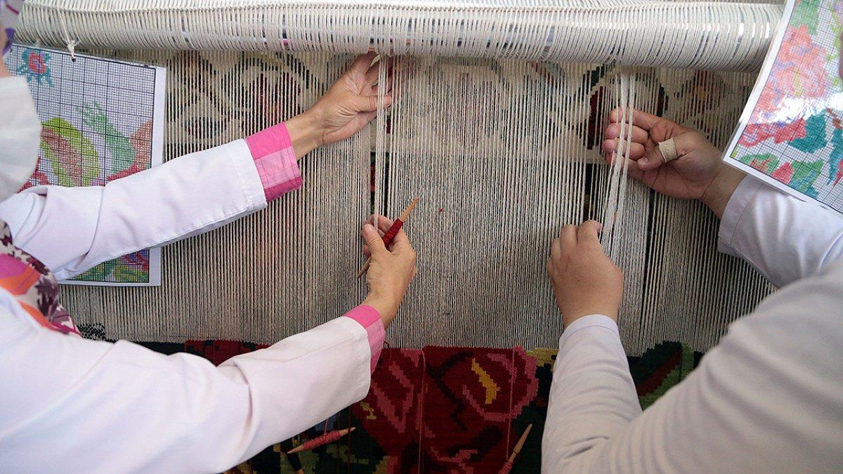 Erzurum da asırlık Bardız kilimi, eski motifleriyle yeniden dokunuyor #3