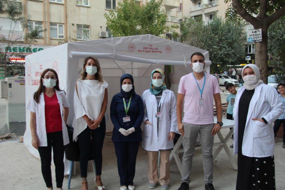 Siirt te sağlık çalışanları vatandaşları aşı olmaya ikna ediyor #6