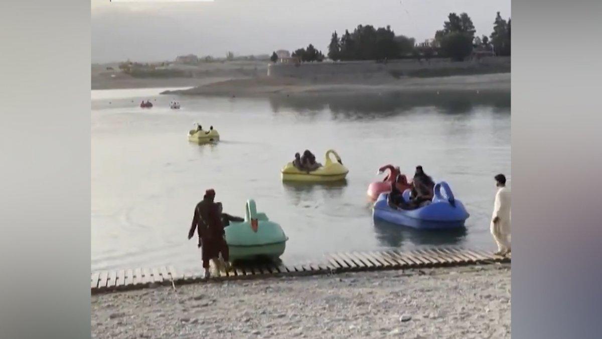 Taliban üyeleri, lunaparklarda eğlenmeye devam ediyor  #3