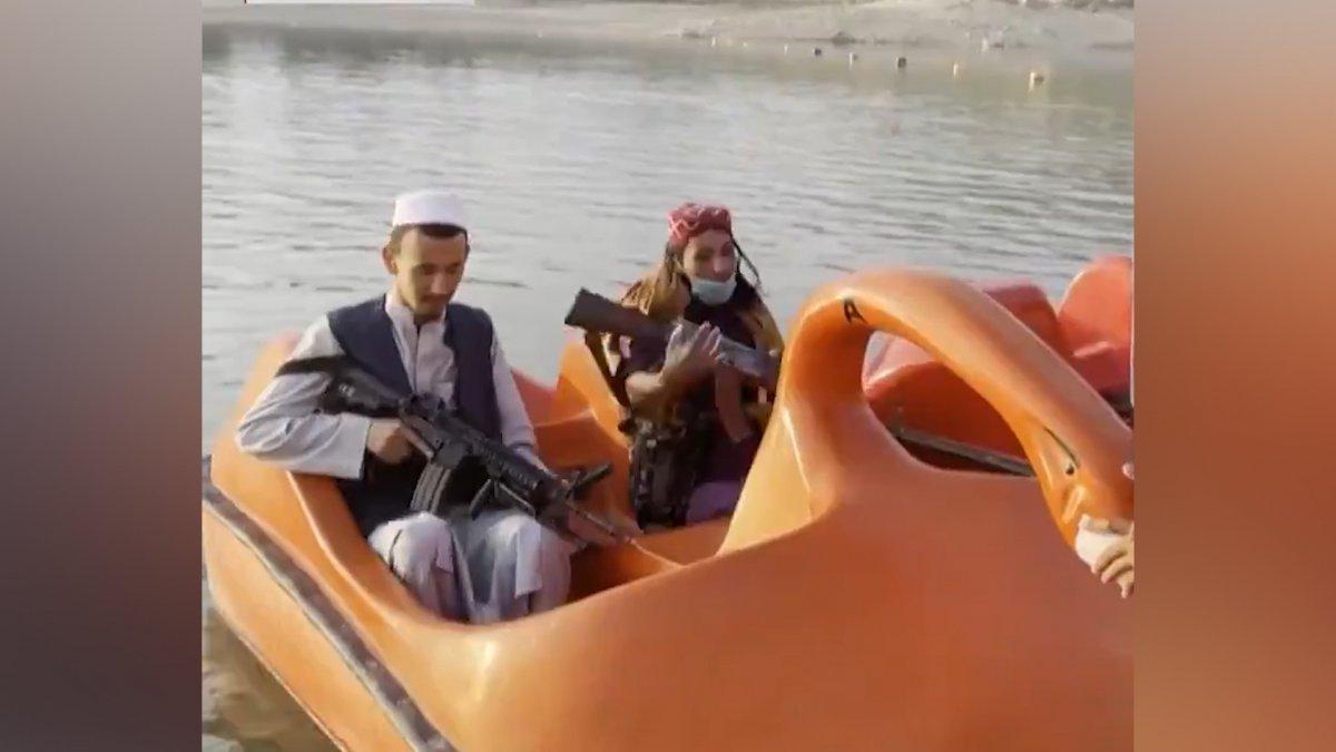 Taliban üyeleri, lunaparklarda eğlenmeye devam ediyor  #1