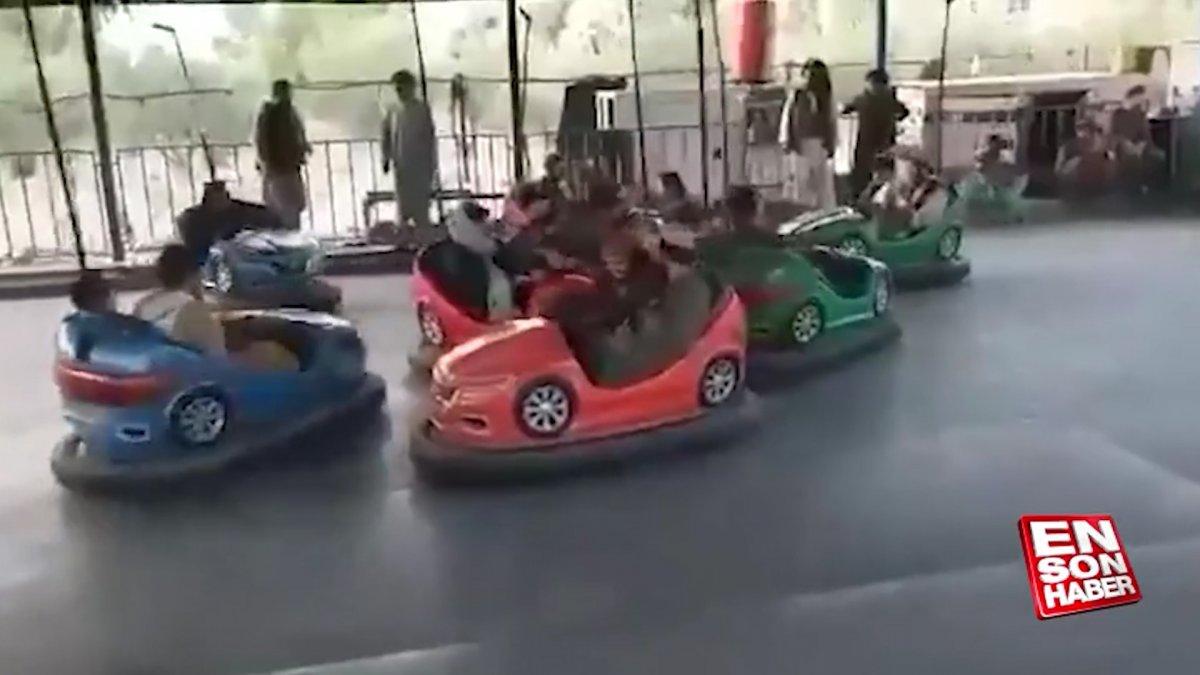 Taliban üyeleri, lunaparklarda eğlenmeye devam ediyor  #5