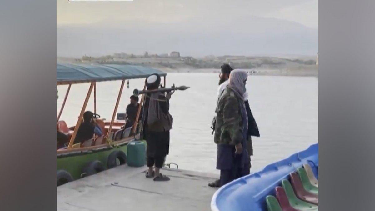 Taliban üyeleri, lunaparklarda eğlenmeye devam ediyor  #4